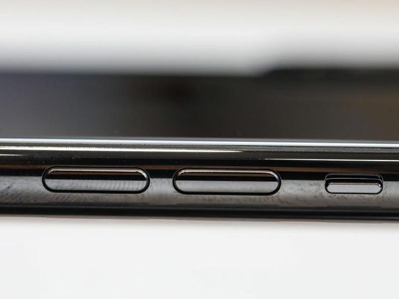 苹果iPhoneXS(512GB)机身细节第8张